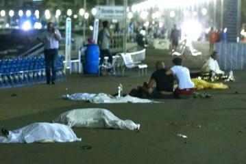 Al menos 80 muertos y 16 heridos en estado crítico al arrollar un camión a la multitud en Niza