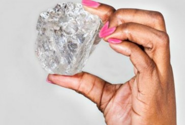 A pastor finds one of the world's largest uncut diamonds in Sierra Leone's Kono district. Weighing 709 carats,
