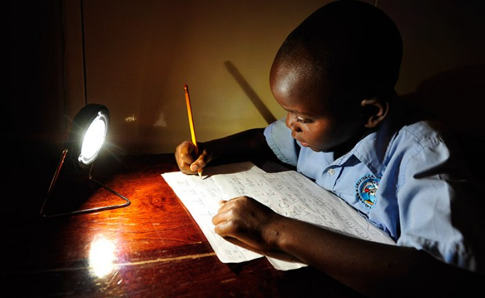 Qual a solução para a energia verde na África: os mega projetos, a distribuição de energia fora da rede ou outras iniciativas?