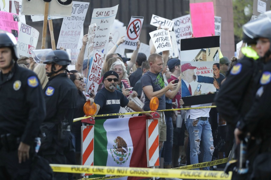 Phoenix police fire tear gas at anti-Trump protesters