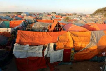 10,000 Somali refugees flee to Mogadishu