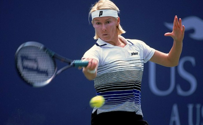 Former Wimbledon champion Jana Novotna has died at the age of 49.
