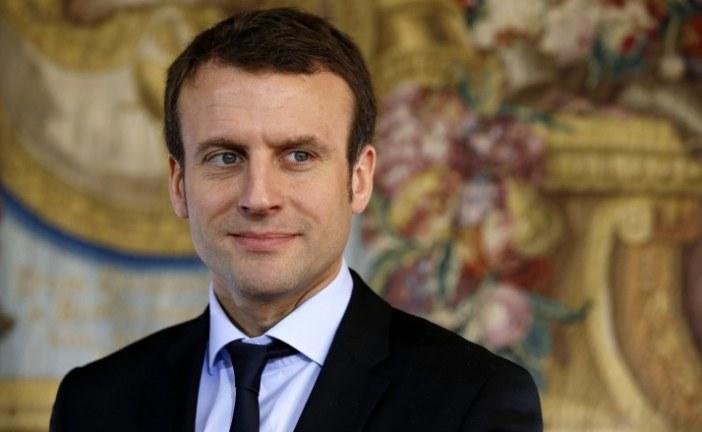 """Macron qualifie la colonisation de """"crime contre l'humanité"""" et provoque l'ire à droite et au FN"""