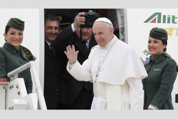 Pope Francis arrives in Egypt on historic two-day visit of peace