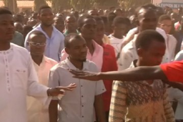 Thousands attend funeral of slain student in Niger