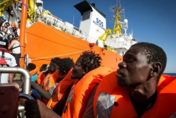 Rescue ship brings 606 migrants to Italy