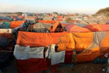 10,000 Somali refugees flee to Mogadishu