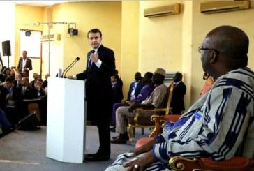 «Pas à moi de réparer votre électricité»: Macron au président du Burkina qui quitte la salle