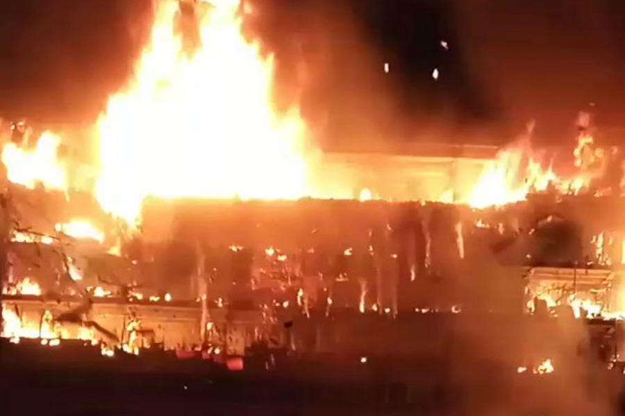 Fire engulfs Cameroon National Assembly